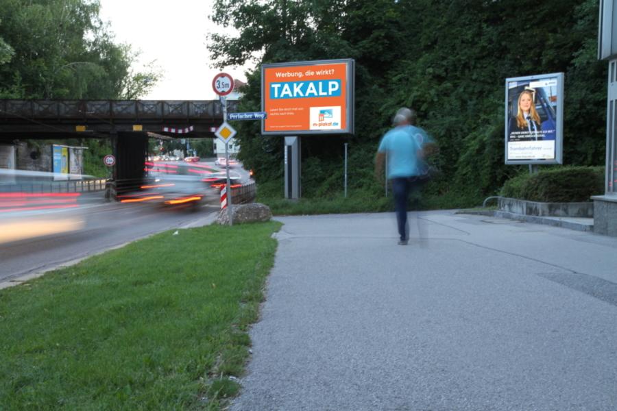 Plakate die in der Stadt gesehen werden mit der 18/1 Vitrine - m-plakat.de